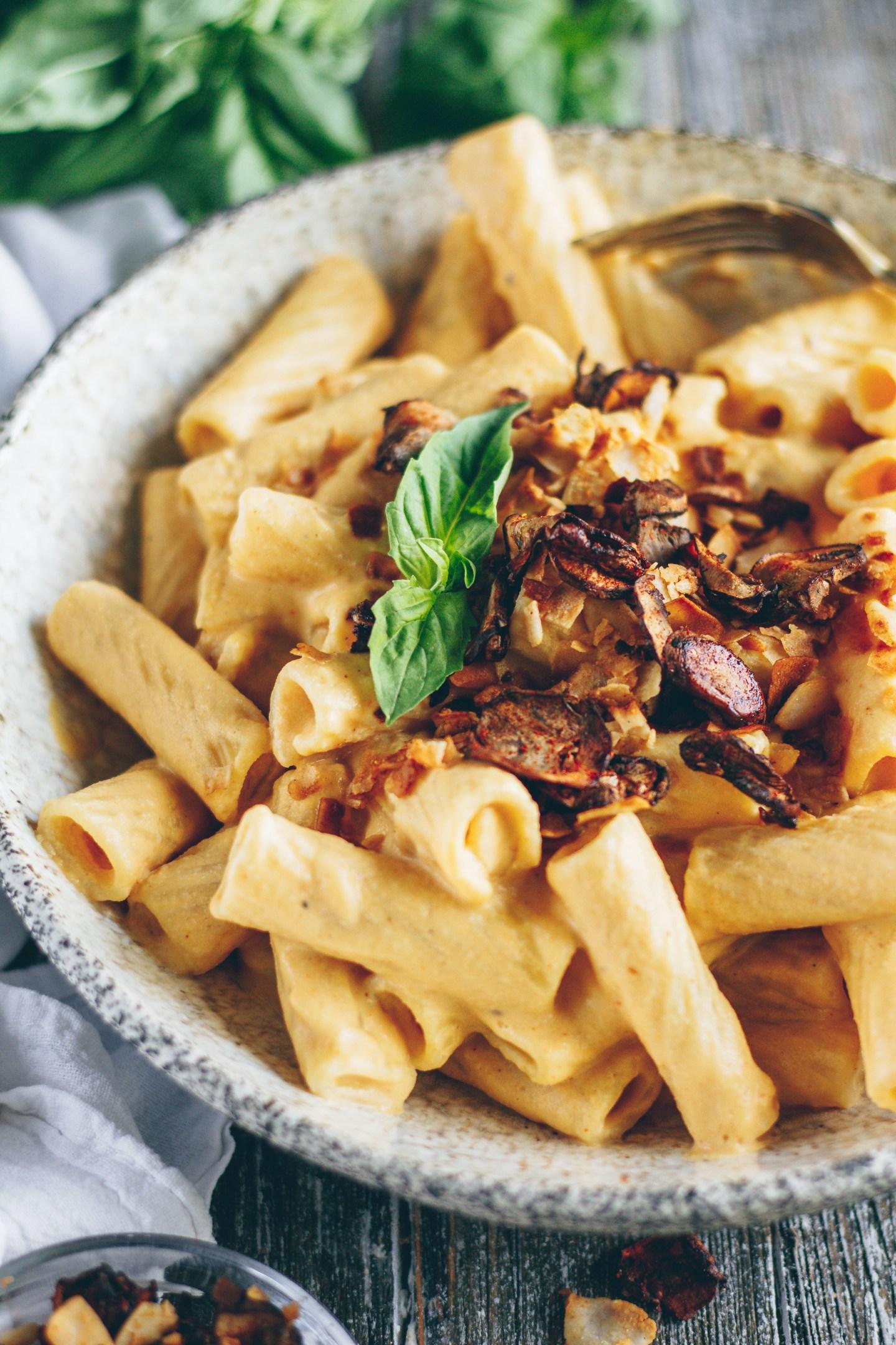 creamy vegan mac n' cheese