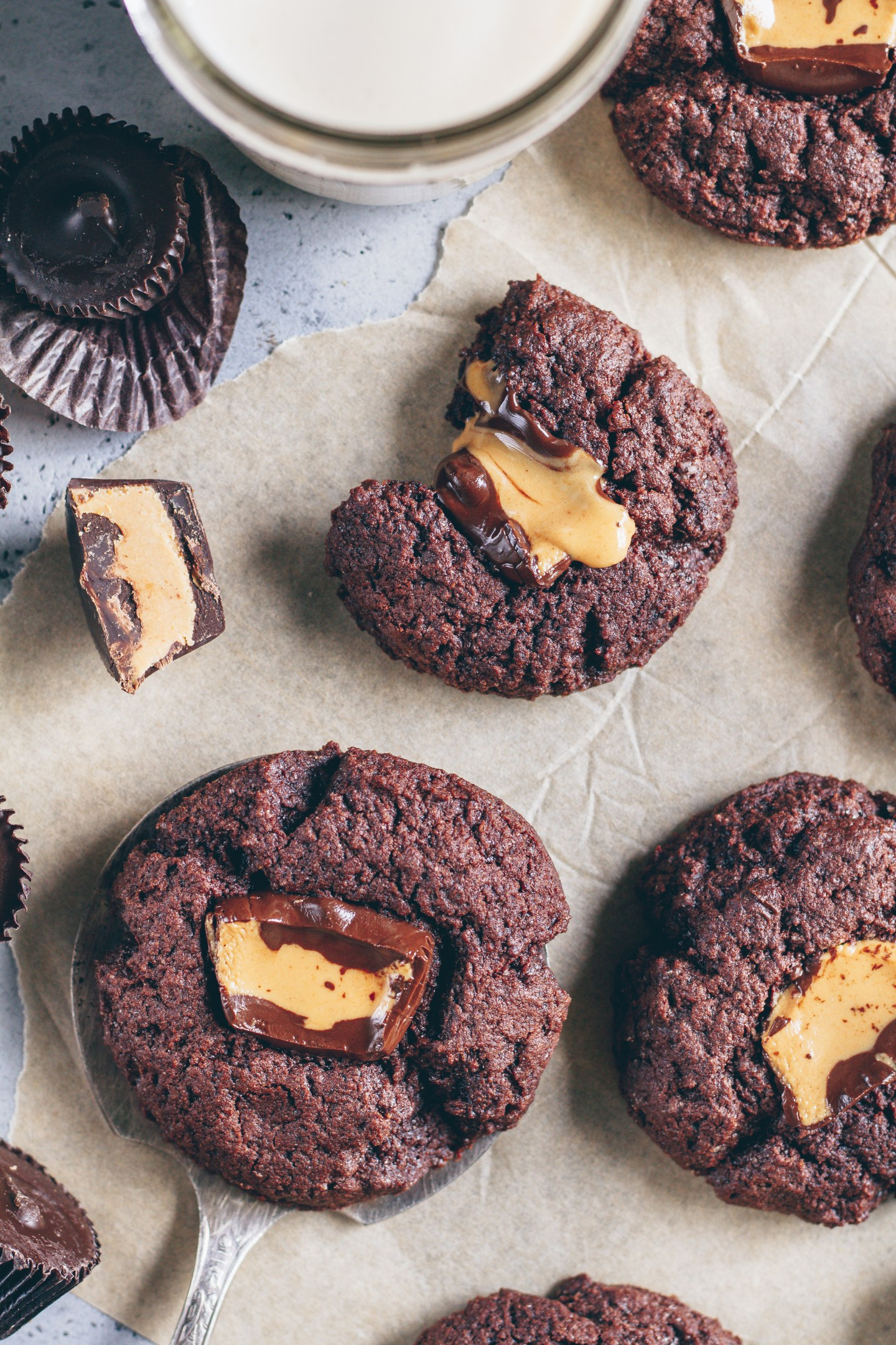 peanut butter cup molten cookies