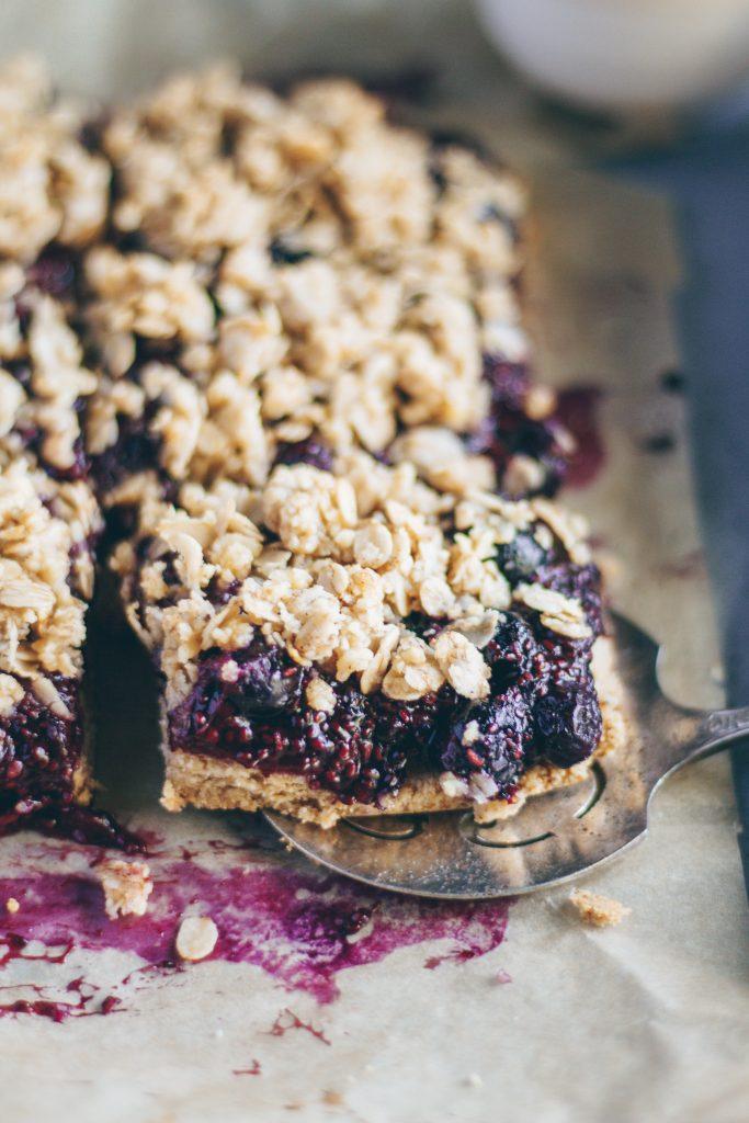 berry oat shortbread bars